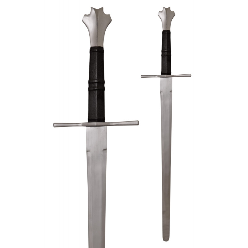 Épée médiévale à une main et demi prête au combat